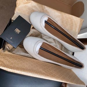 NWT Frye Carson Ballet Off White Leather Flat